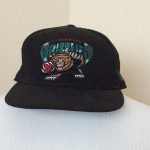 Vancouver Grizzlies hat black hat logo hat NBA hat